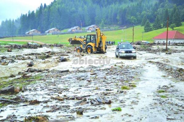 inundatii suceava, slatina, aproape de manastire