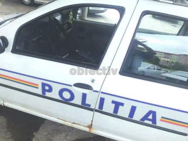 politist lovit cu piatra1_5