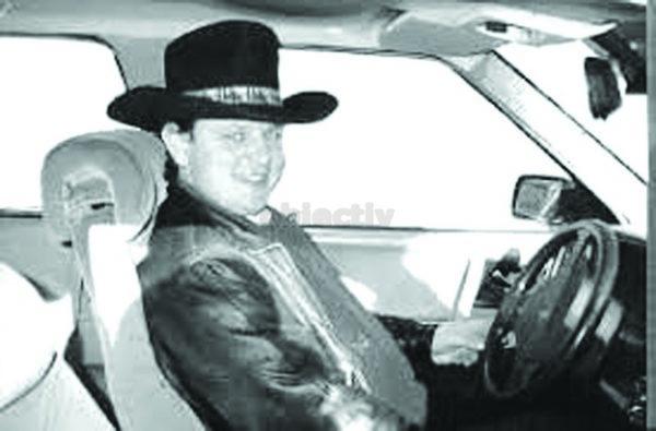 Severin Tcaciuc, într-o fotografie care l-a făcut celebru, la începutul anilor 2000